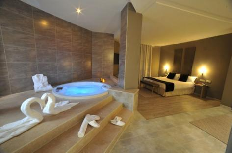 Hotel Rooms With Jacuzzi